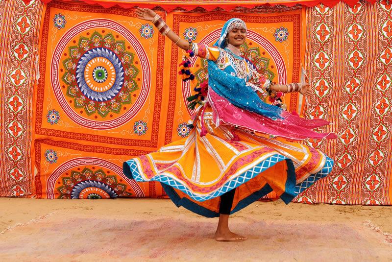 O Poder das Folhas | Engana-se quem acredita que os Ciganos vivam permanentemente vestidos em cores vibrantes e suas mulheres sempre cheias de jóias e saias rodadas...