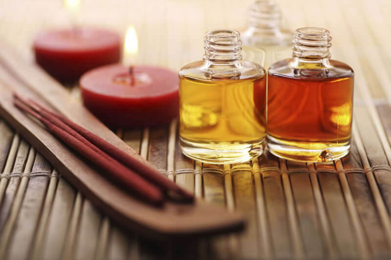 O Poder das Folhas   Mas afinal... no que a Aromaterapia pode me ajudar? Os benefícios da aromaterapia são inúmeros e podem ser sentidos em diversos níveis: Mente:...